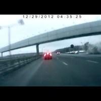 Durva! - Az autopálya alá becsapódik egy repülőgép