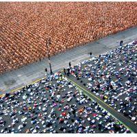 18 ezer meztelen ember