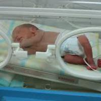 Rettegő anyák, halott csecsemők