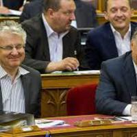 Orbán Viktor kiröhög minket