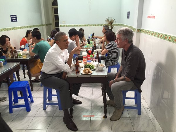 obama_es_bourdain.jpg