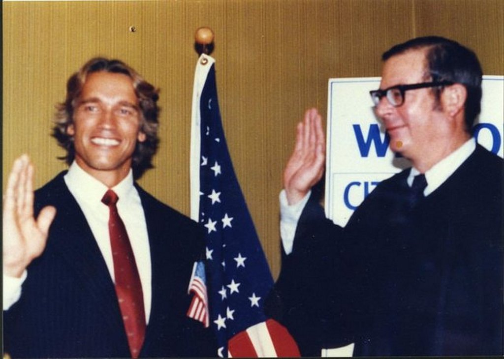 1983_the_moment_when_arnold_schwarzenegger_become_a_us_citizen.jpg