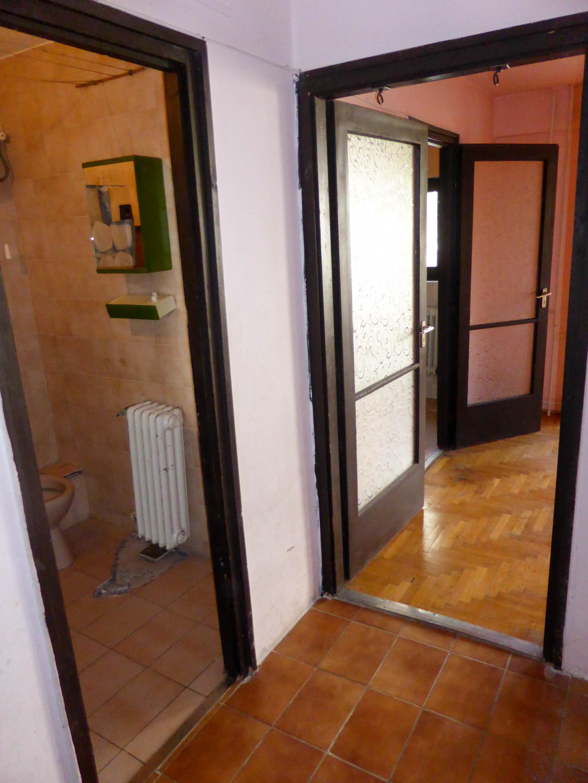 Átjáró az előszobából a lakásba