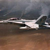 Kell egy üléssel több? - F/A-18D Hornetek a Sivatagi Vihar műveletben