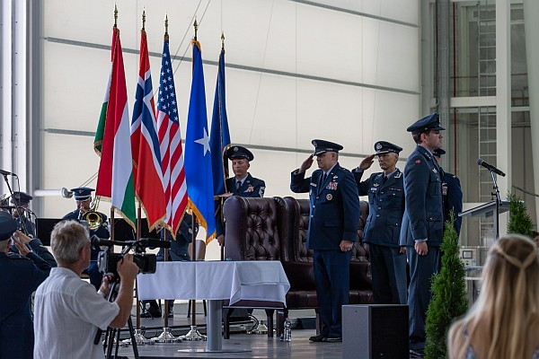 lhpa-haw-change-of-command-03.jpg