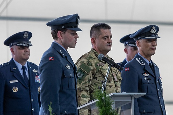lhpa-haw-change-of-command-13.jpg