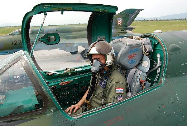 zag-pilot-02.jpg