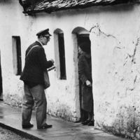 Öreg nénik zaklatták a postást.