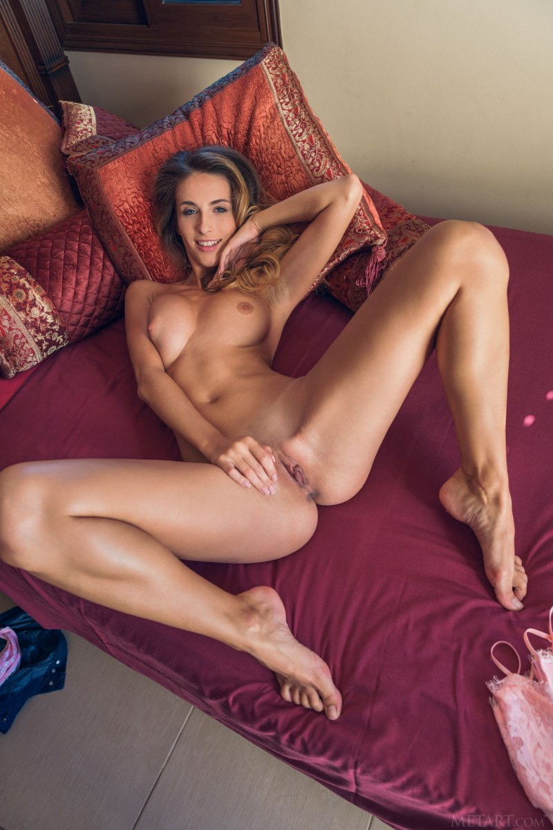 absolutely-hot-chick-seductively-poses-on-the-bed-showing-off-her-perfect-ass-and-tits-11.jpg