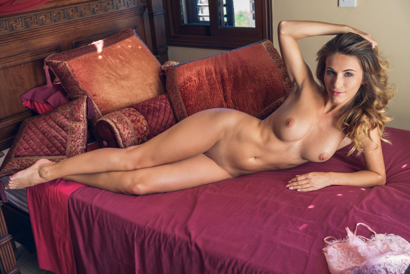 absolutely-hot-chick-seductively-poses-on-the-bed-showing-off-her-perfect-ass-and-tits-14.jpg