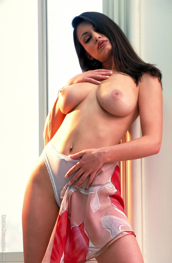aria-giovanni-showing-her-hot-body-15.jpg