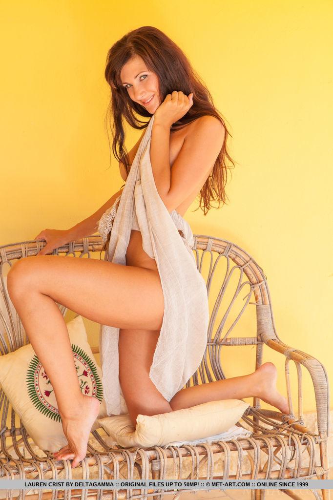 beautiful-lauren-crist-displays-her-tasty-beautiful-body-02.jpg