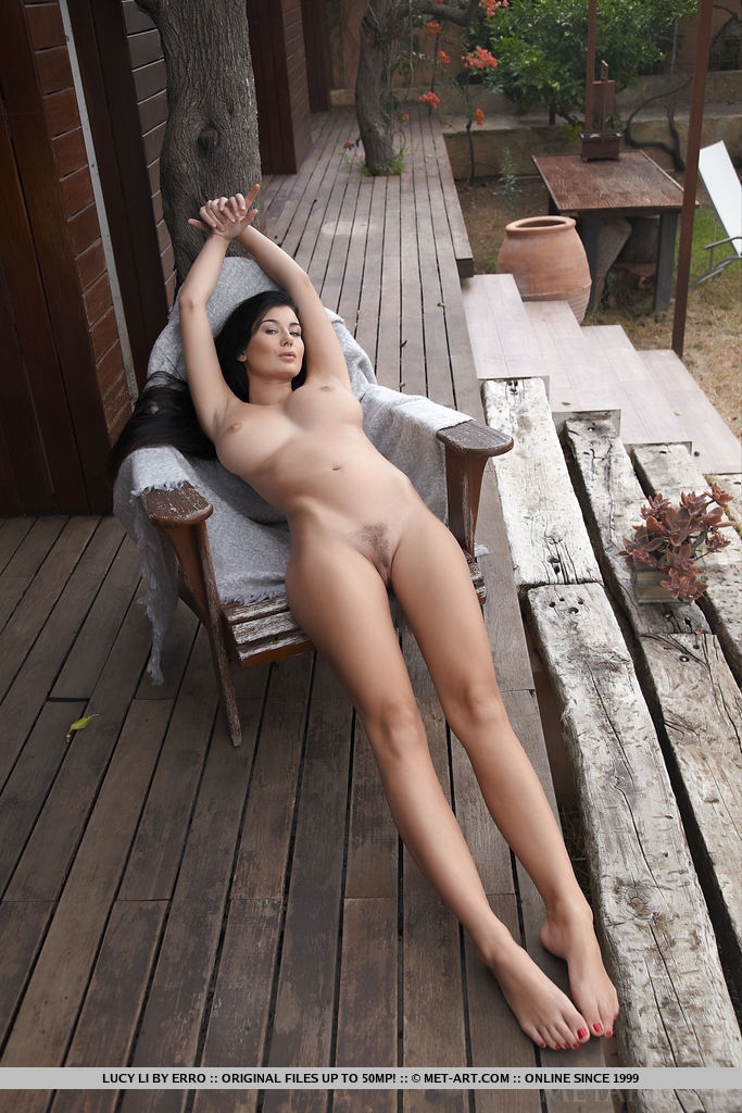 irresistible-lucy-li-knows-how-to-tease-04.jpg