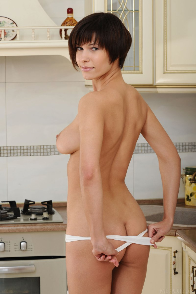 short-haired-brunette-suzanna-a-poses-naked-in-kitchen-02.jpg