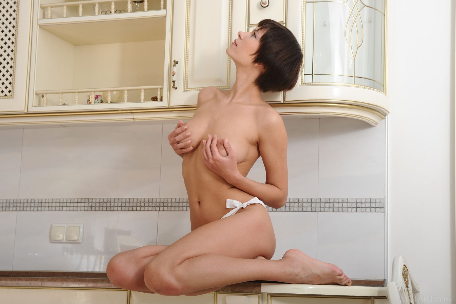 short-haired-brunette-suzanna-a-poses-naked-in-kitchen-12.jpg