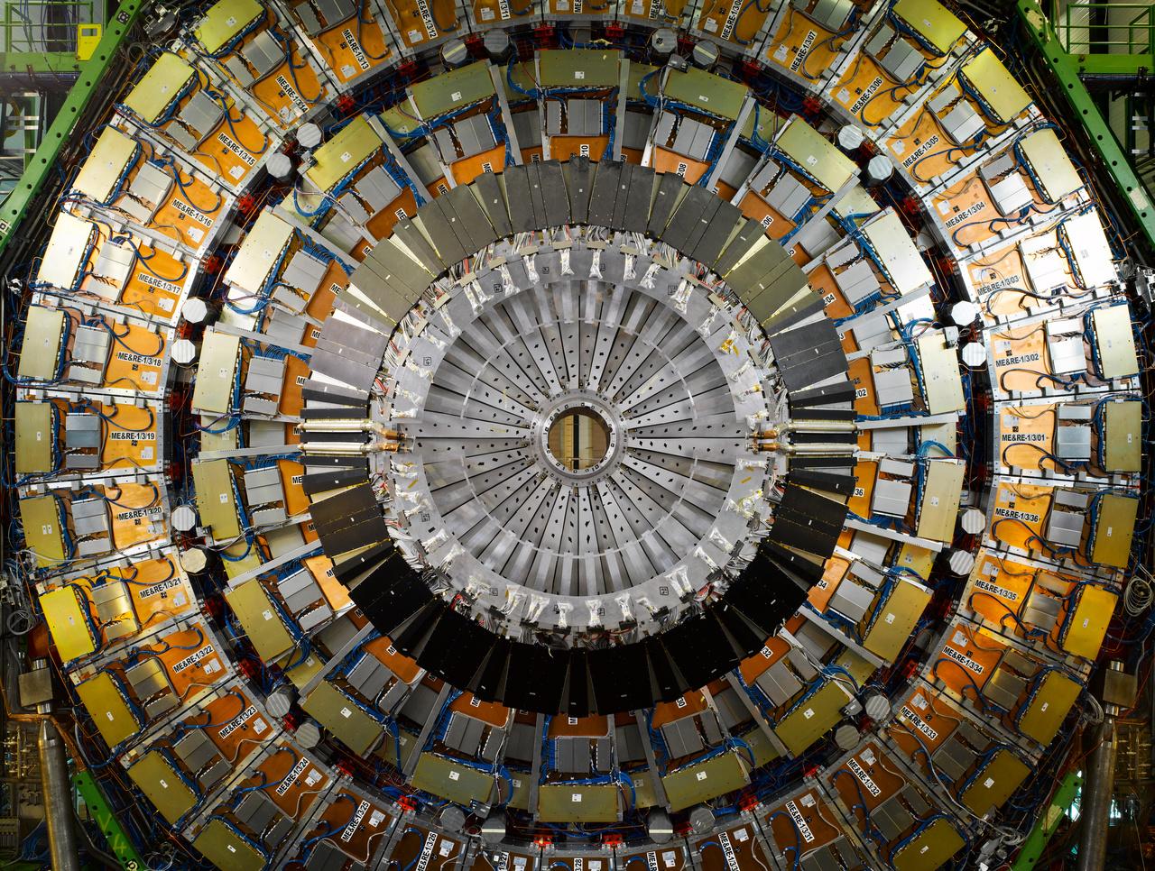 hadronutkozeto.jpg