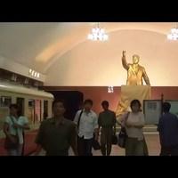 Észak-koreai metró föld alatti játékmacibolttal