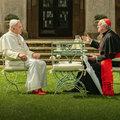 Megvan az a vicc, hogy két pápa beszélget?
