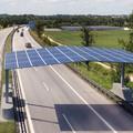 Hamarosan tesztelni kezdik az autópálya felett átívelő napelemes rendszert