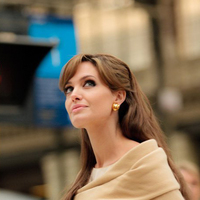 Vedd komolyan, ahogy Angelina! És telefonálj!