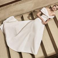 Pure minimalism – Carolina Herrera 2019-es menyasszonyi ruha kollekciója a modern nők erejét hangsúlyozza