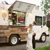 Esküvői gasztrotrendek nyomában: Ötletek a svédasztaltól kezdve a desszertpulton át, a koktélbárig
