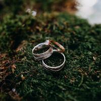Eljegyzés a karácsonyfa alatt – Ezt a 8 dolgot minden nő megteszi, miután az ujjára került a gyűrű