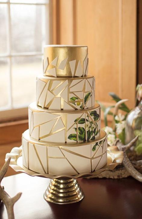 f9cb798f0d Sokan ódzkodnak olyan merész árnyalatokat választani a tortának, mint az  ezüst, arany, bronz vagy réz. A már önmagában látványosságnak is beillő ...