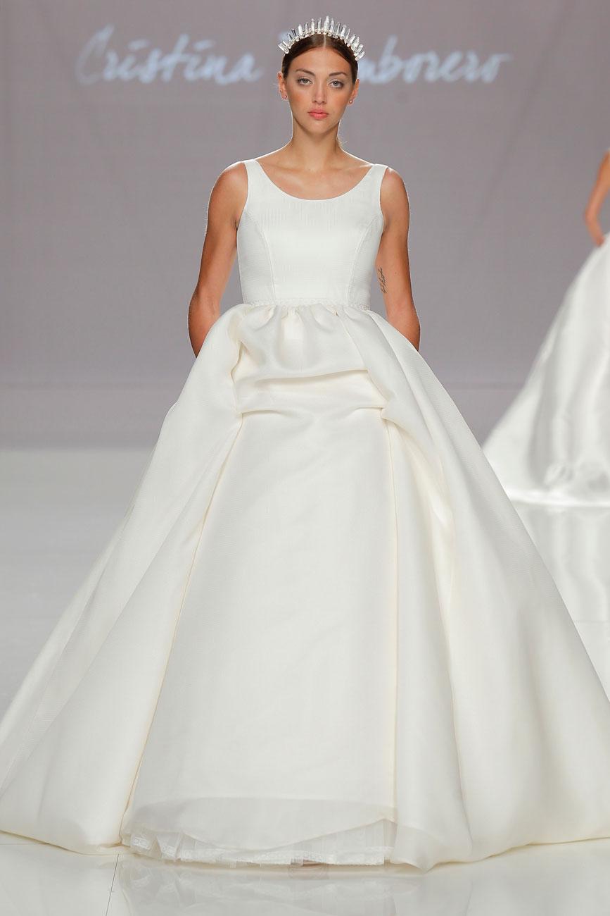 6-barcelona-bridal-week-eskuvo-classic-alice-blog-menyasszonyi-ruha-cristinatamborero_045.jpg