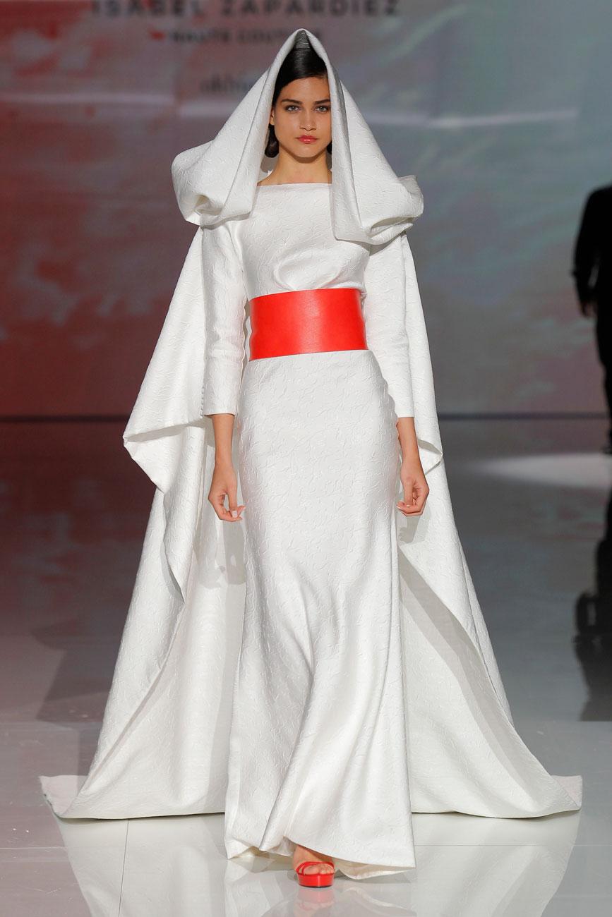 6-barcelona-bridal-week-eskuvo-classic-alice-blog-menyasszonyi-ruha-isabelzapardiez_57.jpg