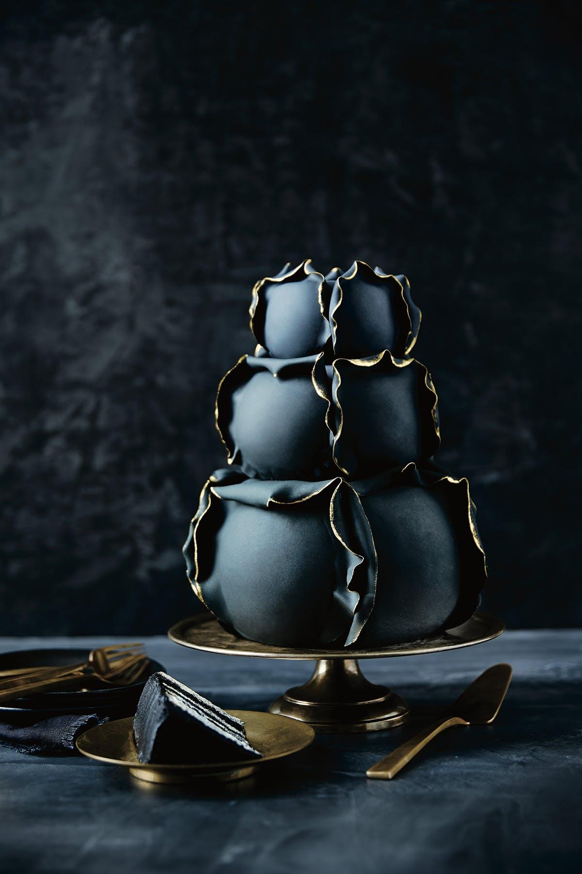 cake-sculpture-photocredit_johnny-miller.jpg