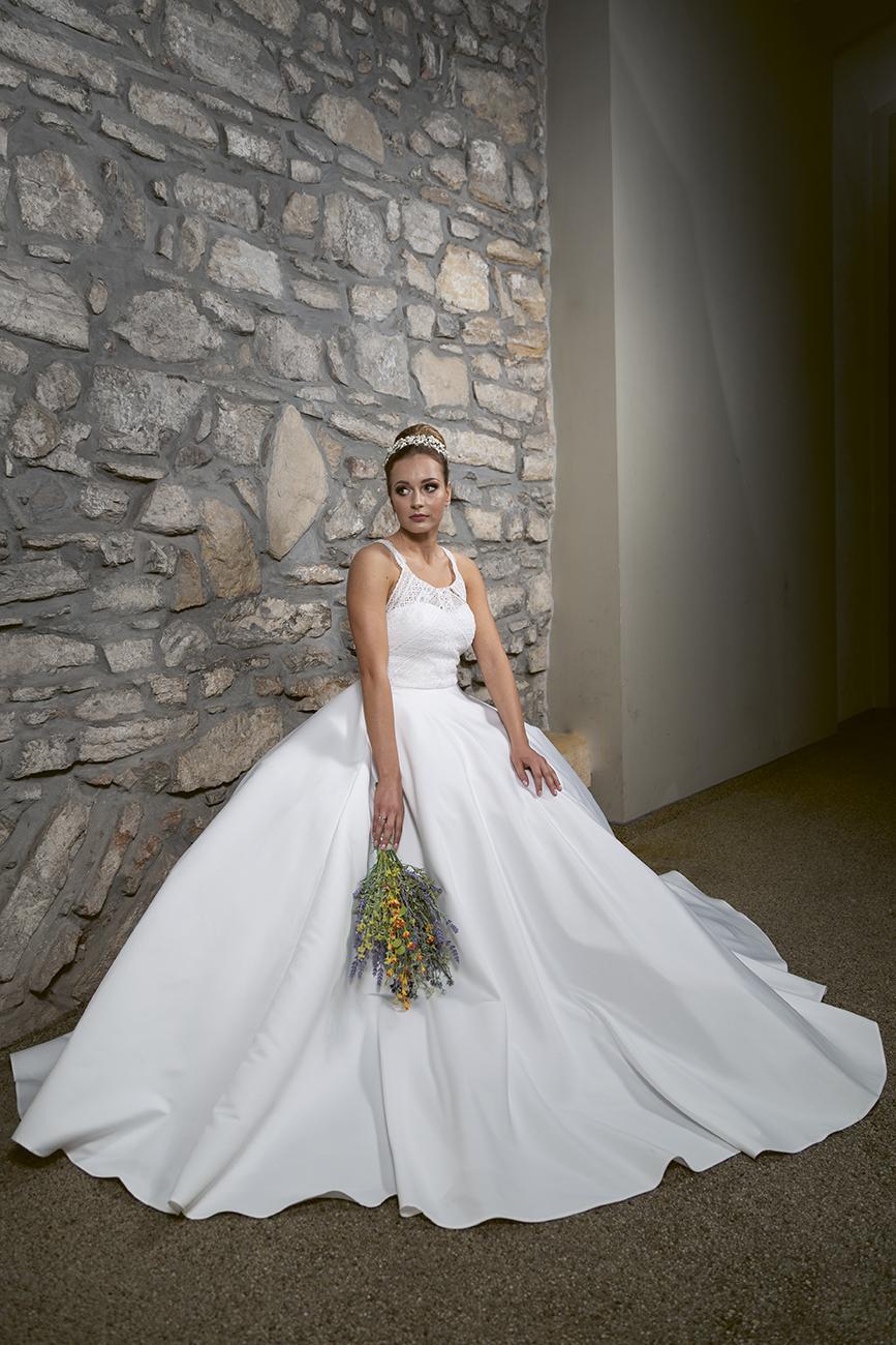 eskuco-classic-viseljhazait-menyasszonyi-ruha-tervezo-borostyan-szalon-foto-baksa-balazs.jpg