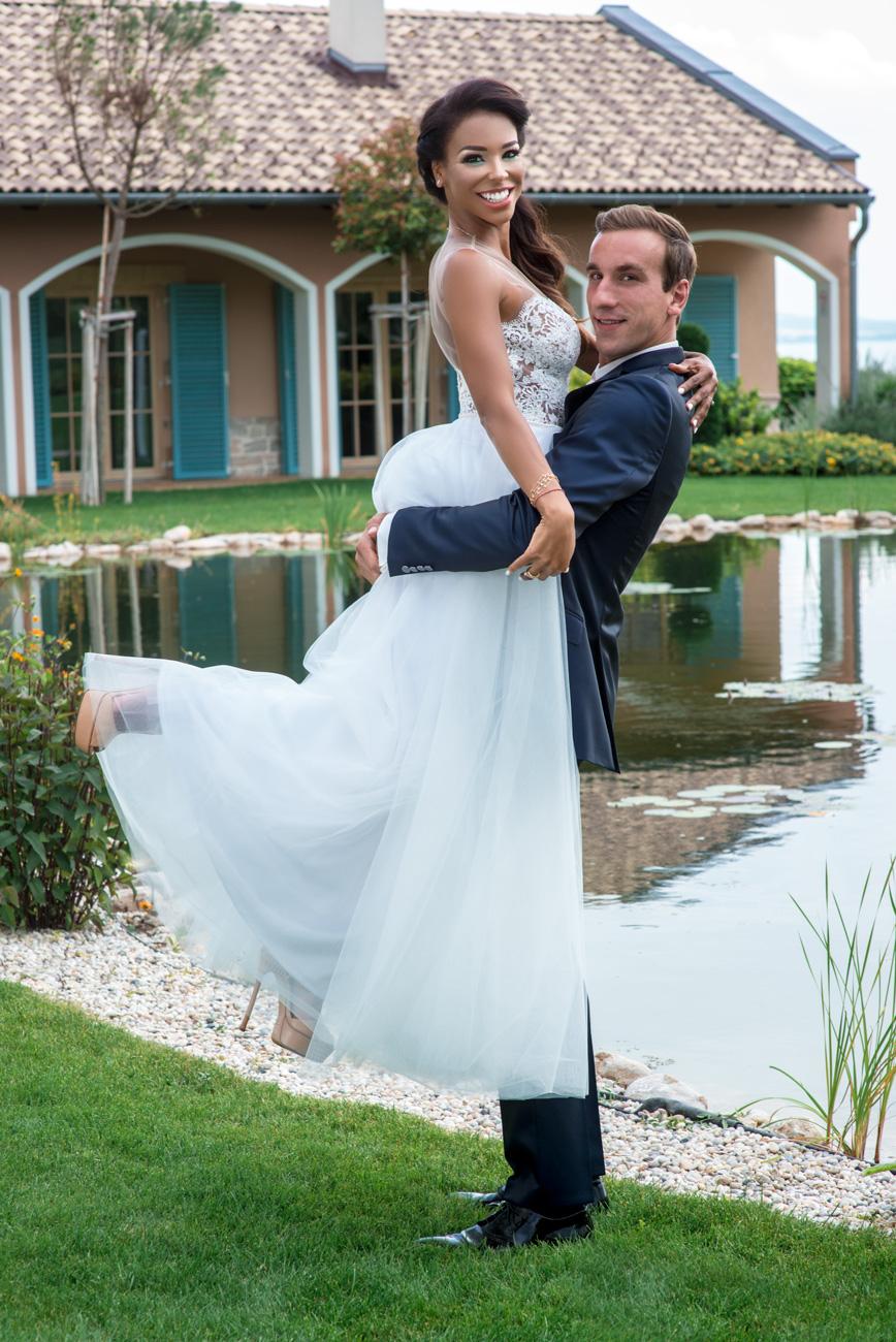 eskuvo-classic-tucsi-sofi-eskuvo-menyasszonyi-ruha-alice-blog-01.jpg