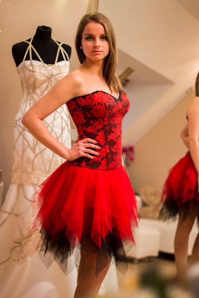 Menyecske ruhák evolúciója  ez volt a trendi régen és most ... 46b0982442