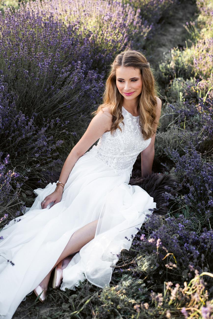 menyasszonyi-ruha-stilushoz-eskuvo-classic-viszkok-fruzsi-boho-menyasszonyi-ruha.jpg