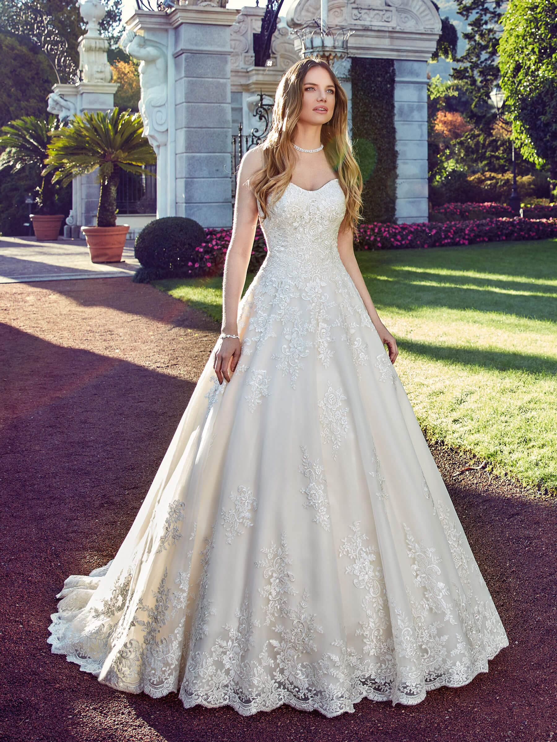 royal-szalon-eskuvo-classic-menyasszonyi-ruha-alma.jpg