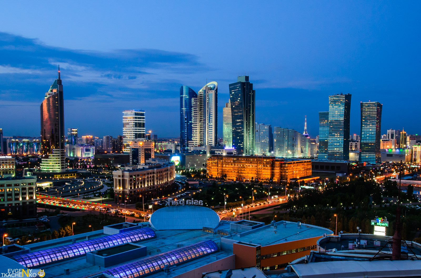 astana-at-night-kazakhstan-2.jpg
