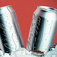A Coca Cola meztelenre vetkőzik