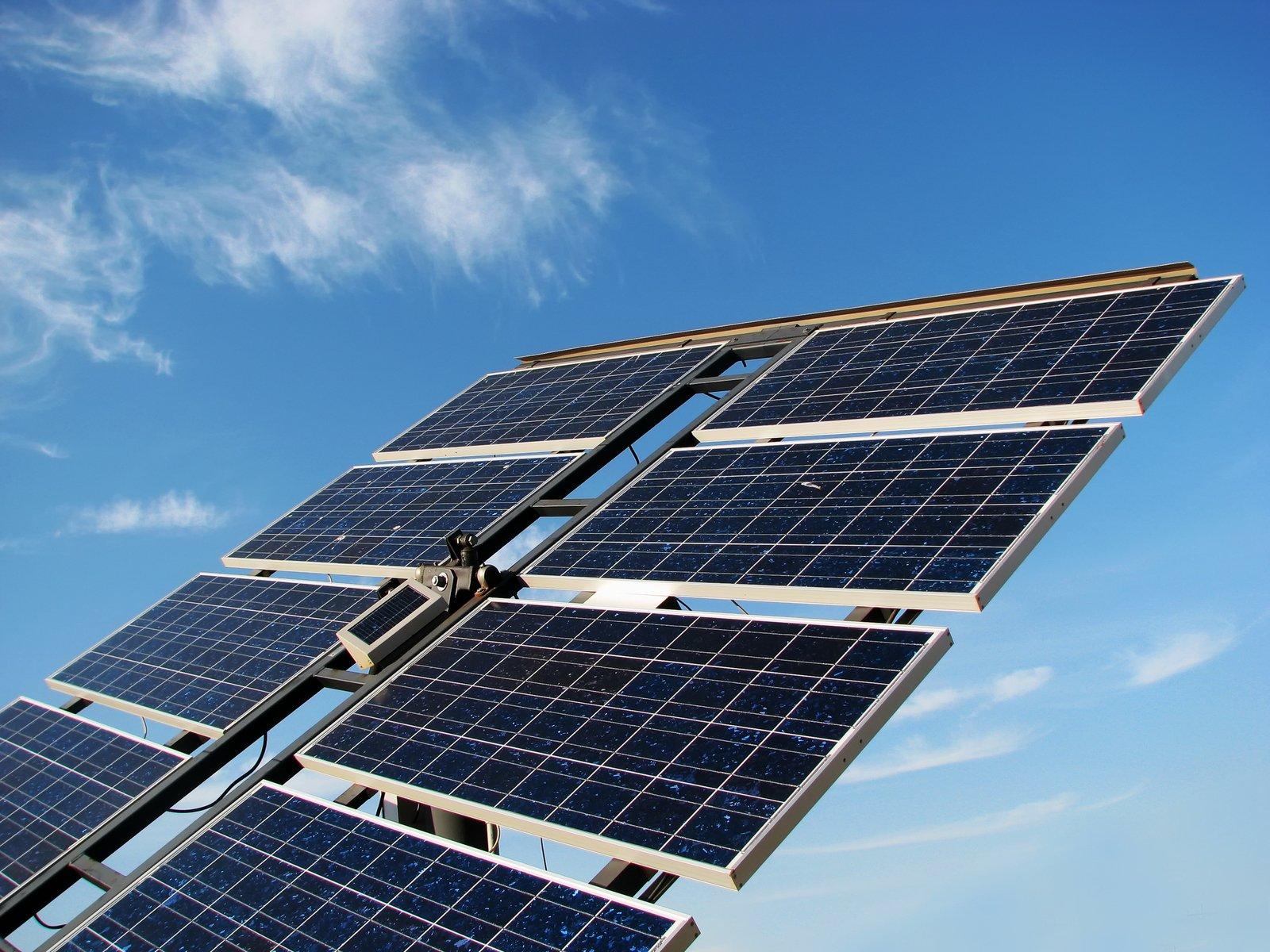 solar-panel-in-the-field-3-1415243.jpg