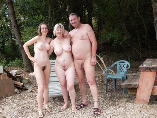erekció egy nudista családban)