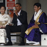 Ázsiai körútjának utolsó állomásán, Japánban az amerikai elnök egy buddhista templomban tett látogatásával fejezte be programját. Az amerikai elnök vasárnap Japán ősi fővárosában, a Csendes-óceán partjánál található Kamakurában járt, és a Kotokuin templomot látogatta meg - ahol utoljára 6 évesen, édesanyjával együtt járt. Gyermekkori emlékeinek felidézése közben Obama egy zöldteás jégkrémet majszolgatott - csakúgy, ahogyan kisfiú korában is.