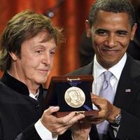Obama McCartney-t jutalmazza...