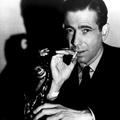 Karcos hang, örök sárm és dohányfüst - Hatvan éve halt meg Humphrey Bogart
