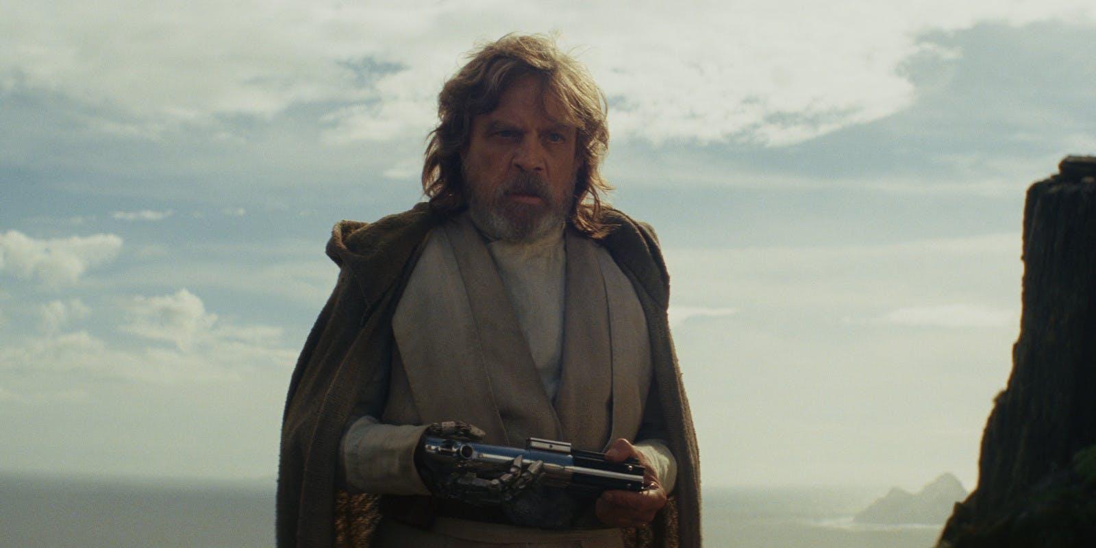star-wars-the-last-jedi-luke-with-skywalker-lightasber.jpg