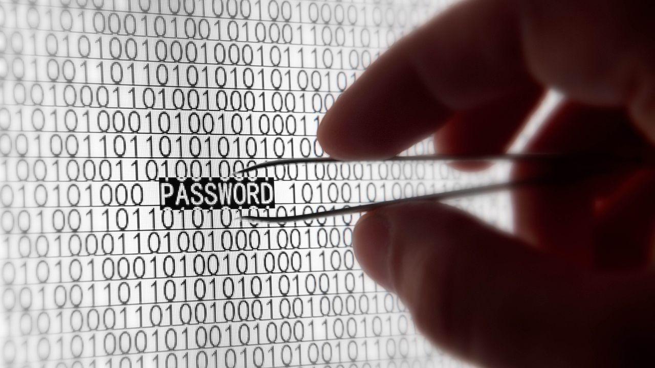 2015-12-29-1451425693-272677-steal_password.jpg