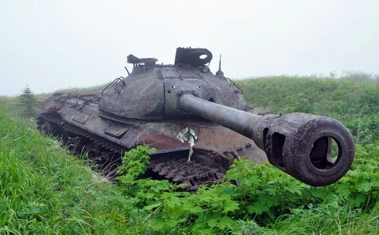abandoned-tanks-shikotan-island-sakhalin-russia-21-small.jpg