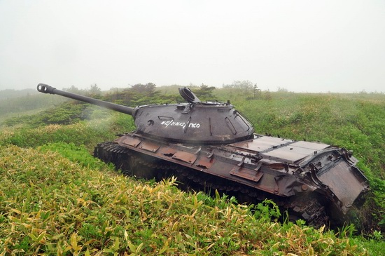 abandoned-tanks-shikotan-island-sakhalin-russia-25-small.jpg