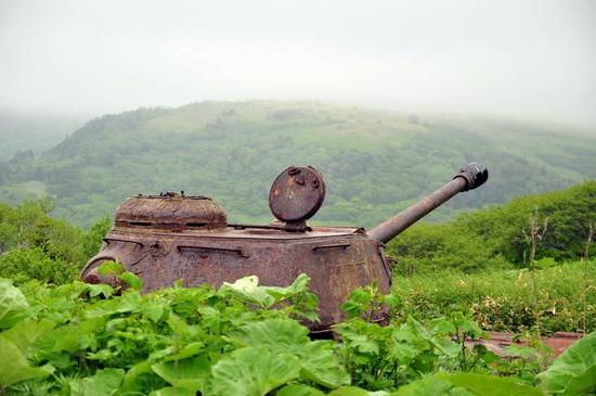 abandoned-tanks-shikotan-island-sakhalin-russia-5-small.jpg