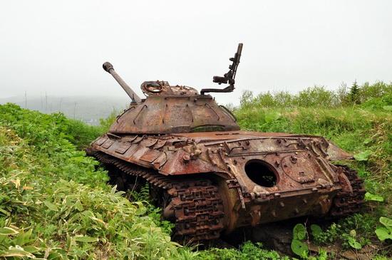 abandoned-tanks-shikotan-island-sakhalin-russia-8-small.jpg