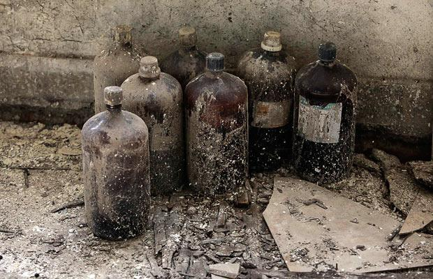 chemical-bottles_1535905i.jpg